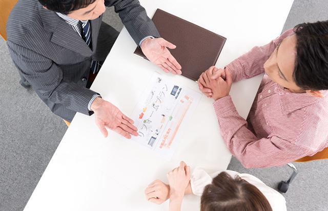 不動産の取引には、売主・貸主、代理、媒介の3種類ある